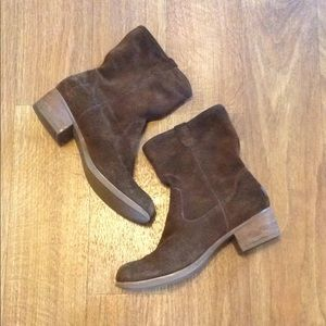 UGG authentic leather ankle boots/booties size 9.5